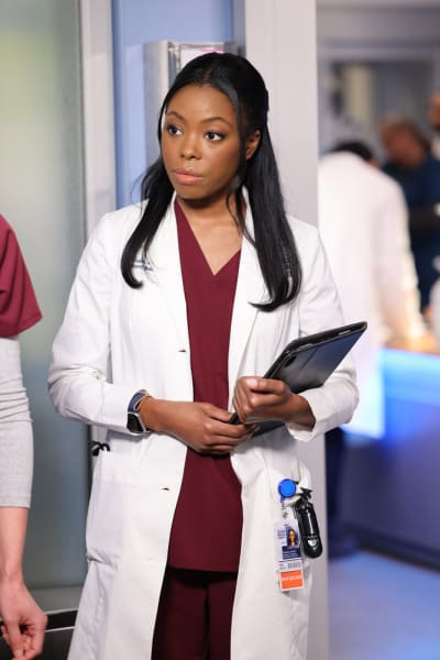 Investigating a Diagnosis / Tall - Chicago Med Season 7 Episode 4