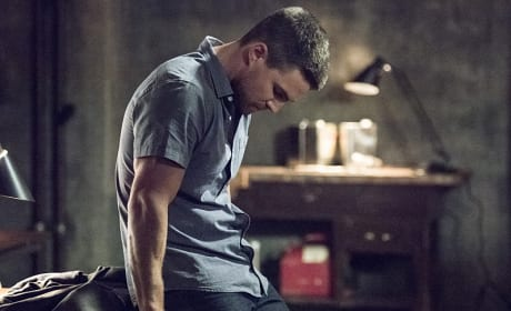 Hard Decisions - Arrow Season 4 Episode 1