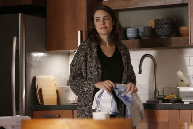 Liz finishes up some chores - The Blacklist Season 4 Episode 12