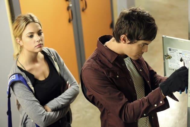 Lock Picking - Pretty Little Liars Season 5 Episode 17