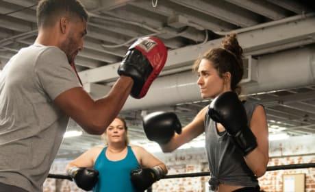 Fiona Turns to Boxing - Shameless Season 9 Episode 9