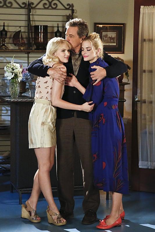 Breeland Family Hug - Hart of Dixie Season 4 Episode 6