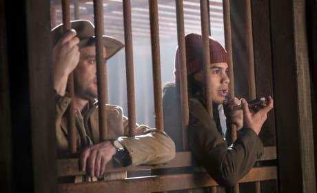 Cellmates - The Flash Season 3 Episode 13