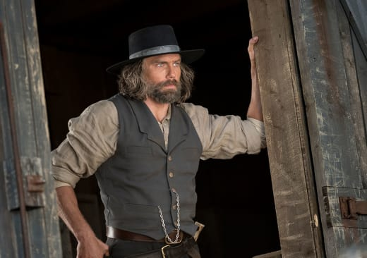 Cullen prepares to work - Hell on Wheels Season 5 Episode 10