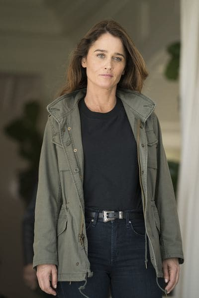 Robin Tunney as Maya Travis - The Fix Season 1 Episode 1