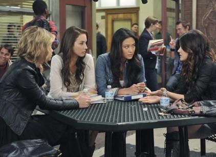 Watch Pretty Little Liars Season 2 Episode 17 Online