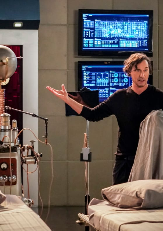 Sherloque Finds A Solution - The Flash Season 5 Episode 12