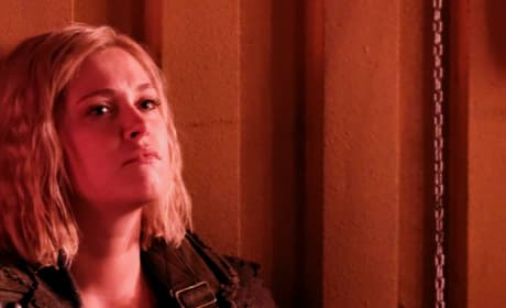 Clarke Chained Up - The 100 Season 6 Episode 2