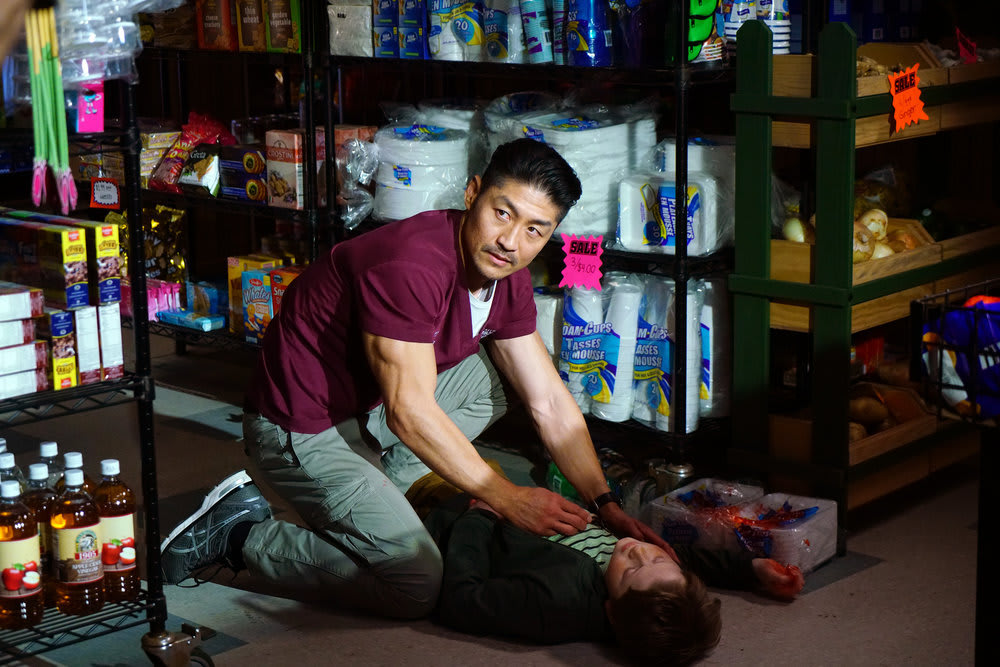 """risking his life chicago med - Chicago Med (S05E20) """"A Needle in the Heart"""" Season Finale"""