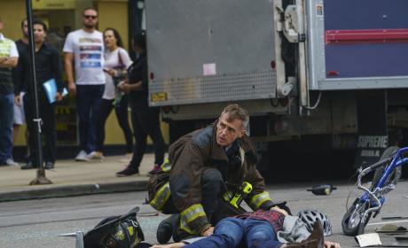 Hermann Helps The Fallen - Chicago Fire Season 5 Episode 8