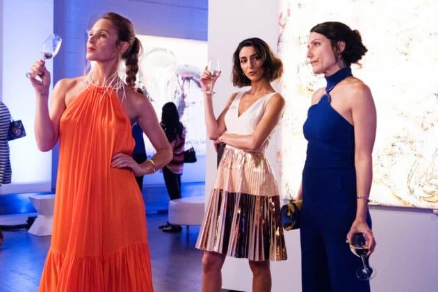 Gallery Pose - Girlfriends' Guide to Divorce Season 3 Episode 2