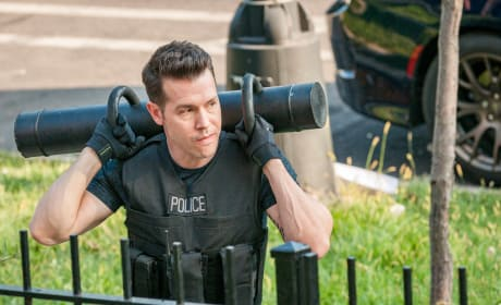 Antonio Is Ready for Action - Chicago PD Season 5 Episode 6