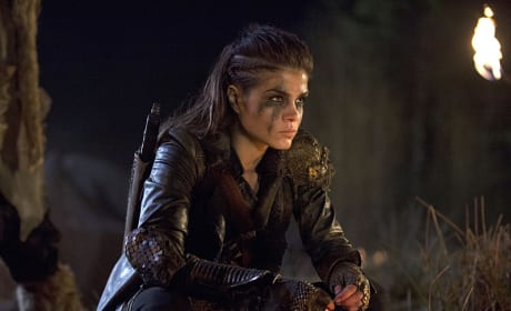 Octavia's Game Face - The 100 Season 2 Episode 14