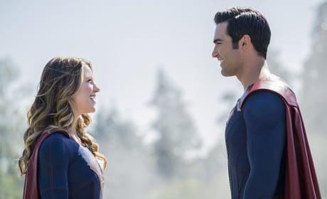 Supergirl Faces Superman - Supergirl Season 2 Episode 2