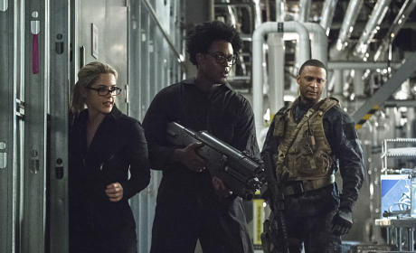 NOW the Field is Getting Crowded - Arrow Season 4 Episode 6