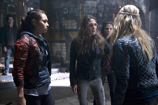 Abby in the Middle - The 100 Season 2 Episode 9