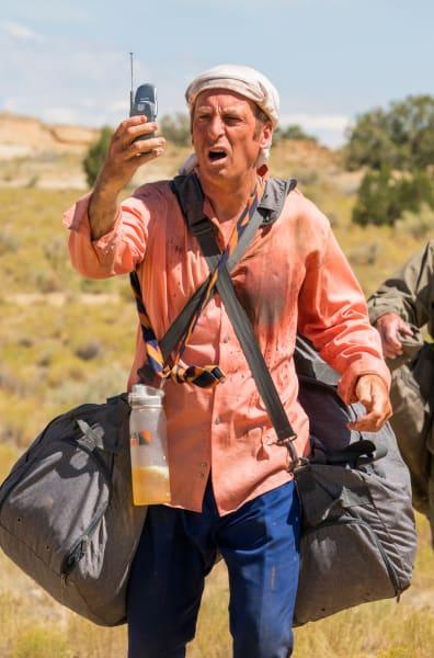 Saul Walks Through the Desert - Better Call Saul Season 5 Episode 9