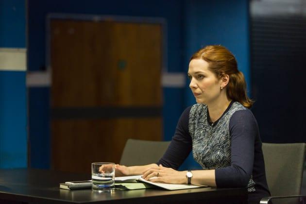 Laura Helps Niska - Humans Season 2 Episode 2