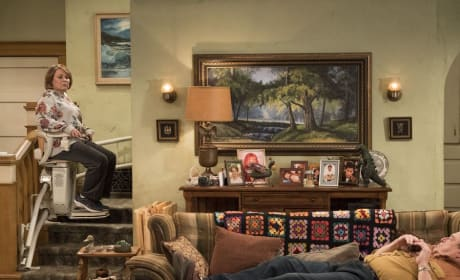 Roseanne's Chair - Roseanne Season 10 Episode 3
