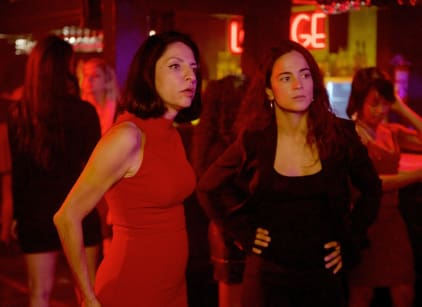 Watch Queen of the South Season 2 Episode 9 Online