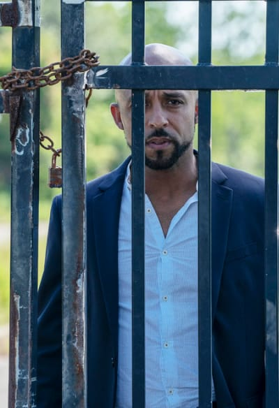 Manny Looks On - Queen of the South Season 4 Episode 9