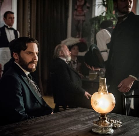 Unexpected Gathering - The Alienist Season 1 Episode 4