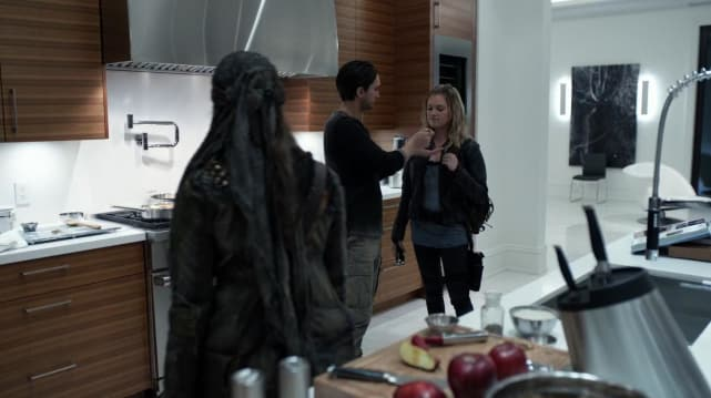 """Domestic Adventures with John Murhpy, Emori, and third wheeling Clarke Griffin on """"Gimme Shelter"""""""