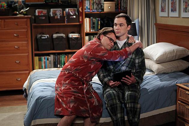 Leonard Consoles Sheldon