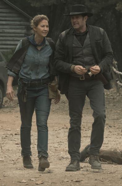 Walking Over Dead Walkers - Fear the Walking Dead Season 5 Episode 3