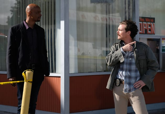 Over Here - Lethal Weapon Season 1 Episode 15
