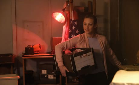 What's In The Box? - Riverdale Season 2 Episode 3