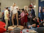The College Party Experience - 2 Broke Girls