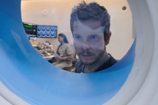 Hyperbaric Chamber  - The Resident Season 2 Episode 21