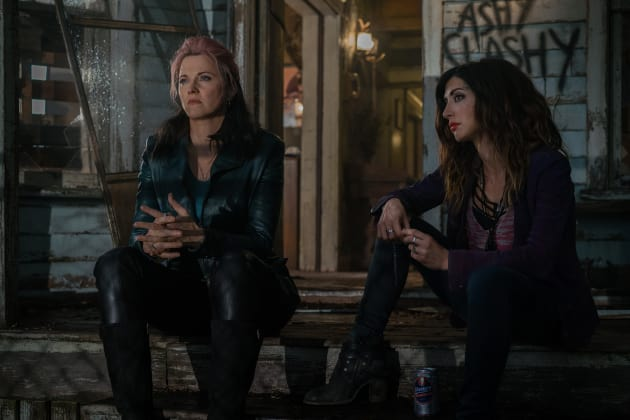 Ruby and Kelly have a chat - Ash vs Evil Dead Season 2 Episode 9