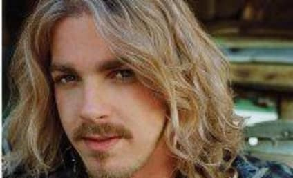 Bucky Covington Fans Brave Elements, Enjoy Concert