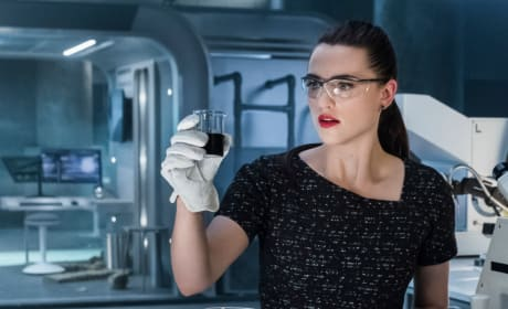 Lena Hard at Work - Supergirl Season 3 Episode 21