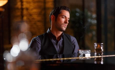 Singing the Blues - Lucifer Season 2 Episode 1