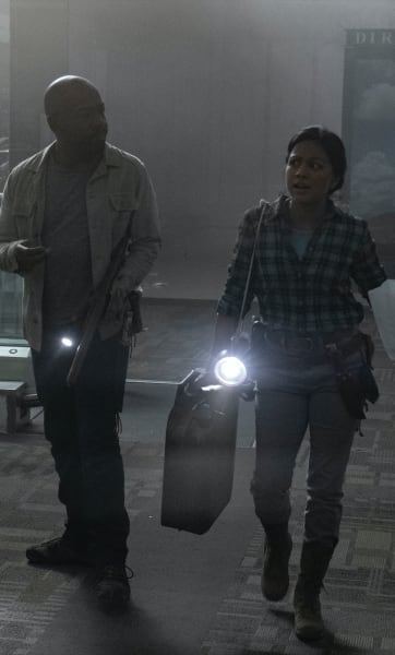 Morgan and Grace - Fear the Walking Dead Season 5 Episode 10