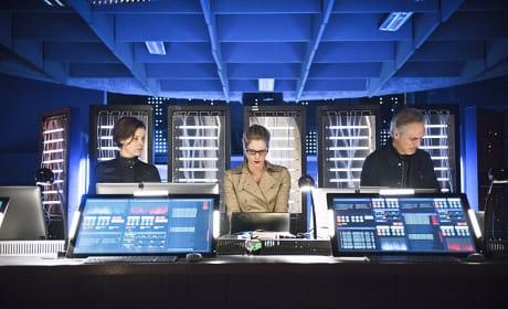 Team effort - Arrow Season 4 Episode 21