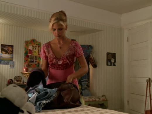 Packing Up - Buffy the Vampire Slayer Season 3 Episode 2