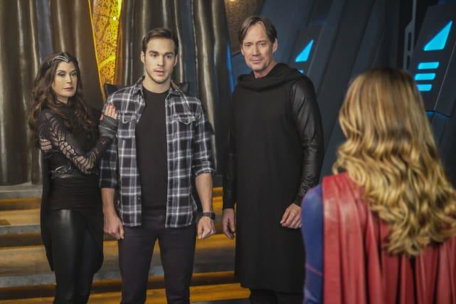 Meeting the Parents? - Supergirl Season 2 Episode 16