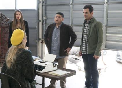 Watch Modern Family Season 9 Episode 13 Online
