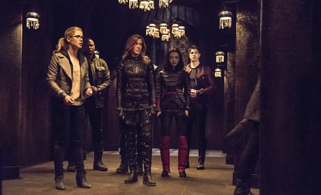 The Team is in Place - Arrow Season 3 Episode 22