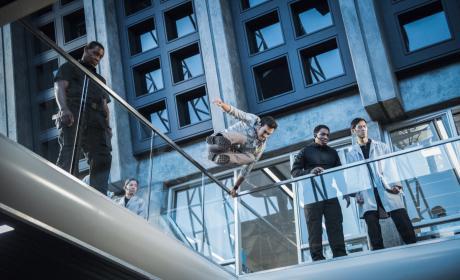 Taking a Leap - Supergirl Season 2 Episode 16