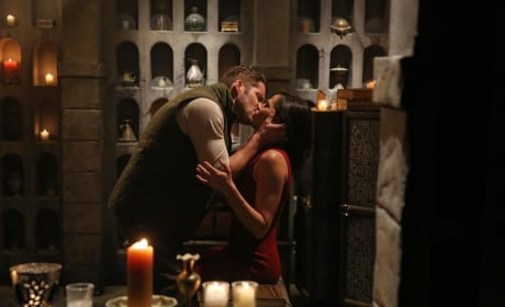 Lip Locking with Robin Hood - Once Upon a Time Season 4 Episode 7
