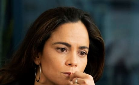 Expanding Her Business - Tall - Queen of the South Season 4 Episode 1