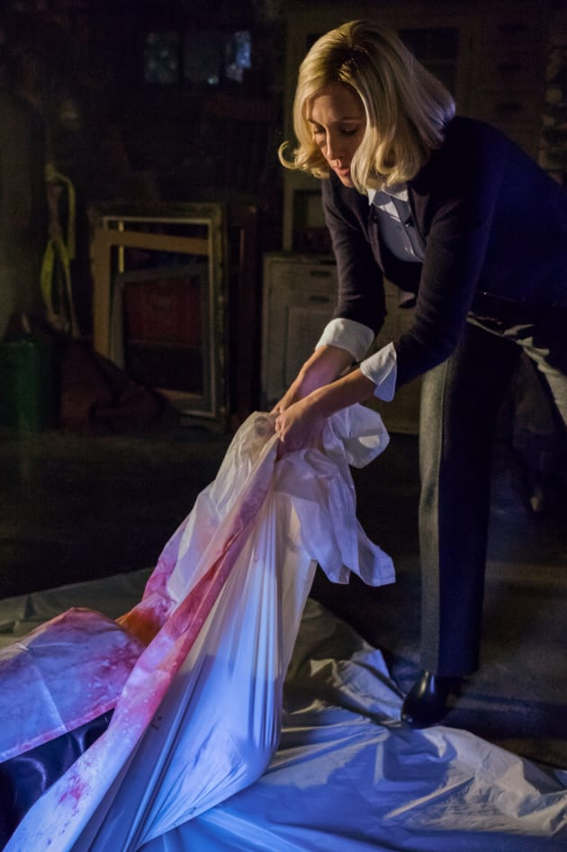 Dragging the Body - Bates Motel Season 5 Episode 1