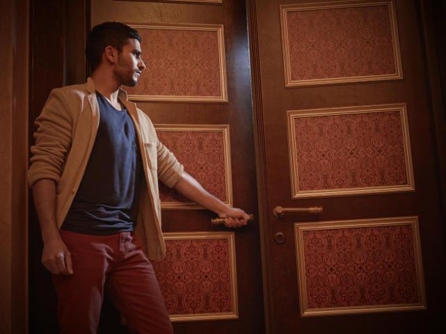 Mehdi Dehbi as Abdul