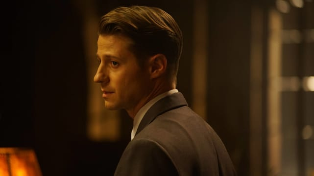 Beautiful, Isn't She? - Gotham Season 3 Episode 11