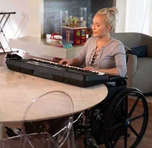 Juliette Playing Piano - Nashville Season 5 Episode 3